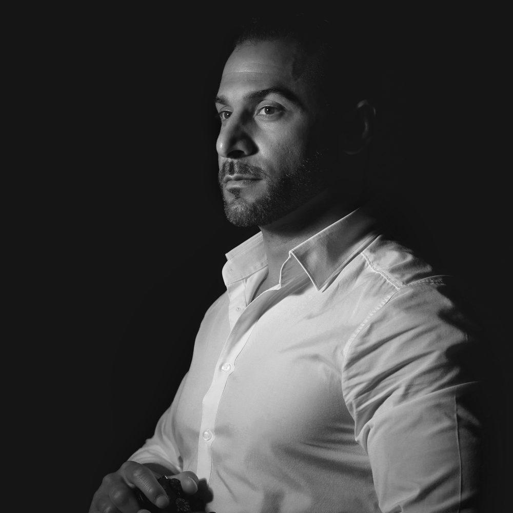 Portrait in Schwarz-Weiß von Armin Ghorbani